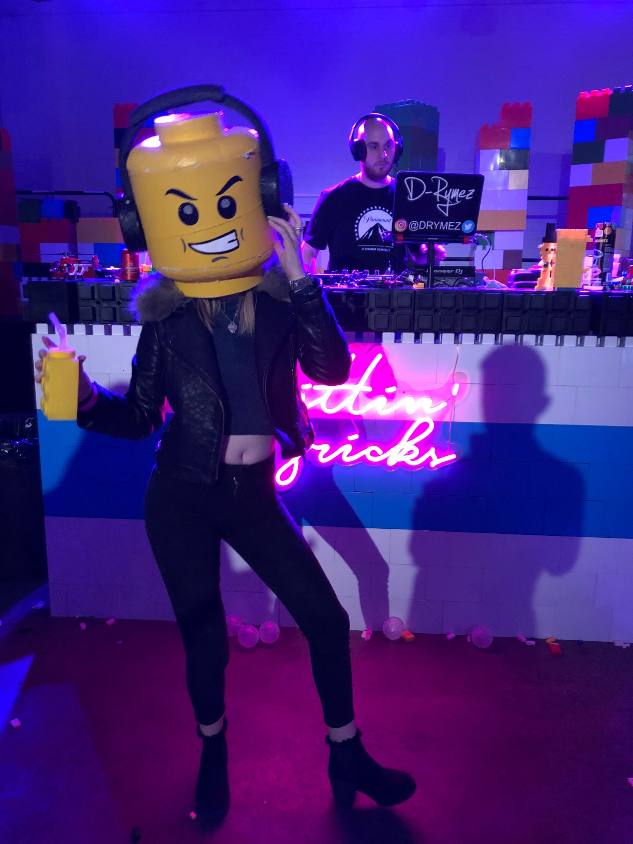Brick Bar – Lego bricks and ball pits