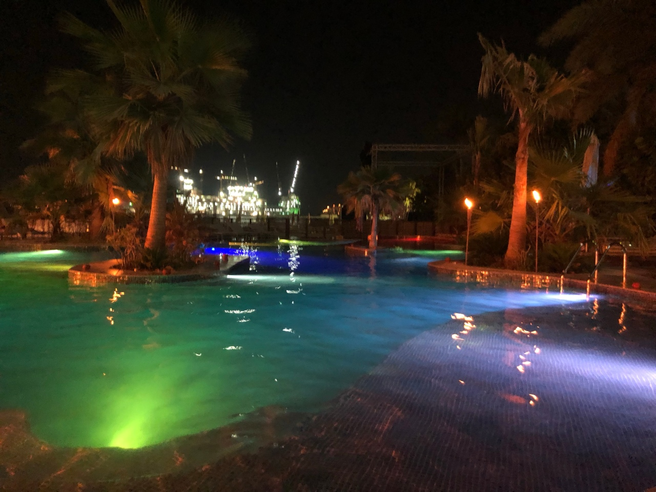 Barasti beach club pool